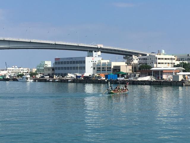 那覇の泊港「とまりん」ターミナル