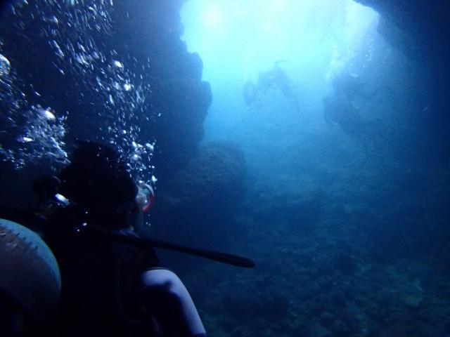 日本海の青の洞窟