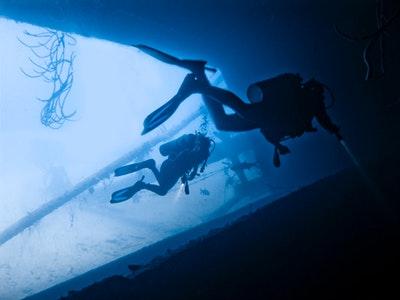 沈没船ダイビング